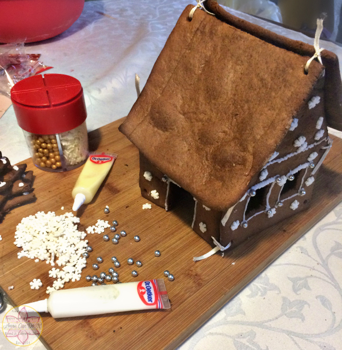 Blogmas 2016 Day 18 - Blogmas Gingerbread house - Anna Can Do It!